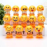 Gratis hadiah boneka emoticon lucu